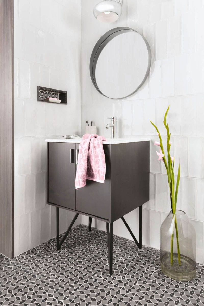 Black-and-white bathroom with pops of green and pink.