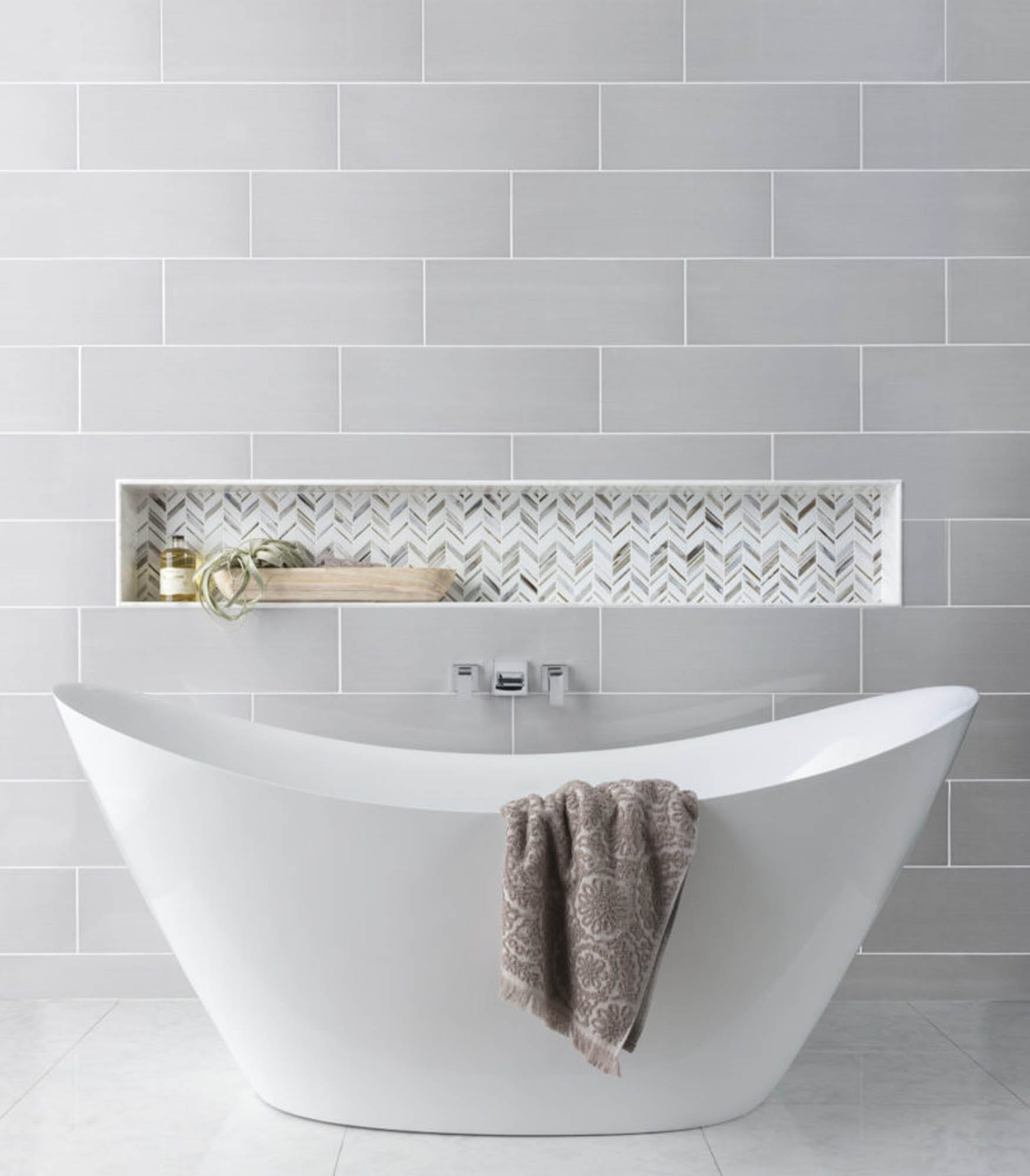 Elegant sculptural tub
