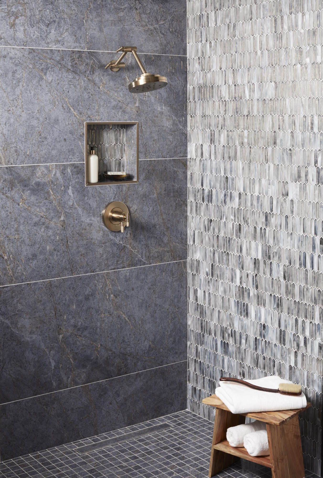 Large-format and mosaic shower