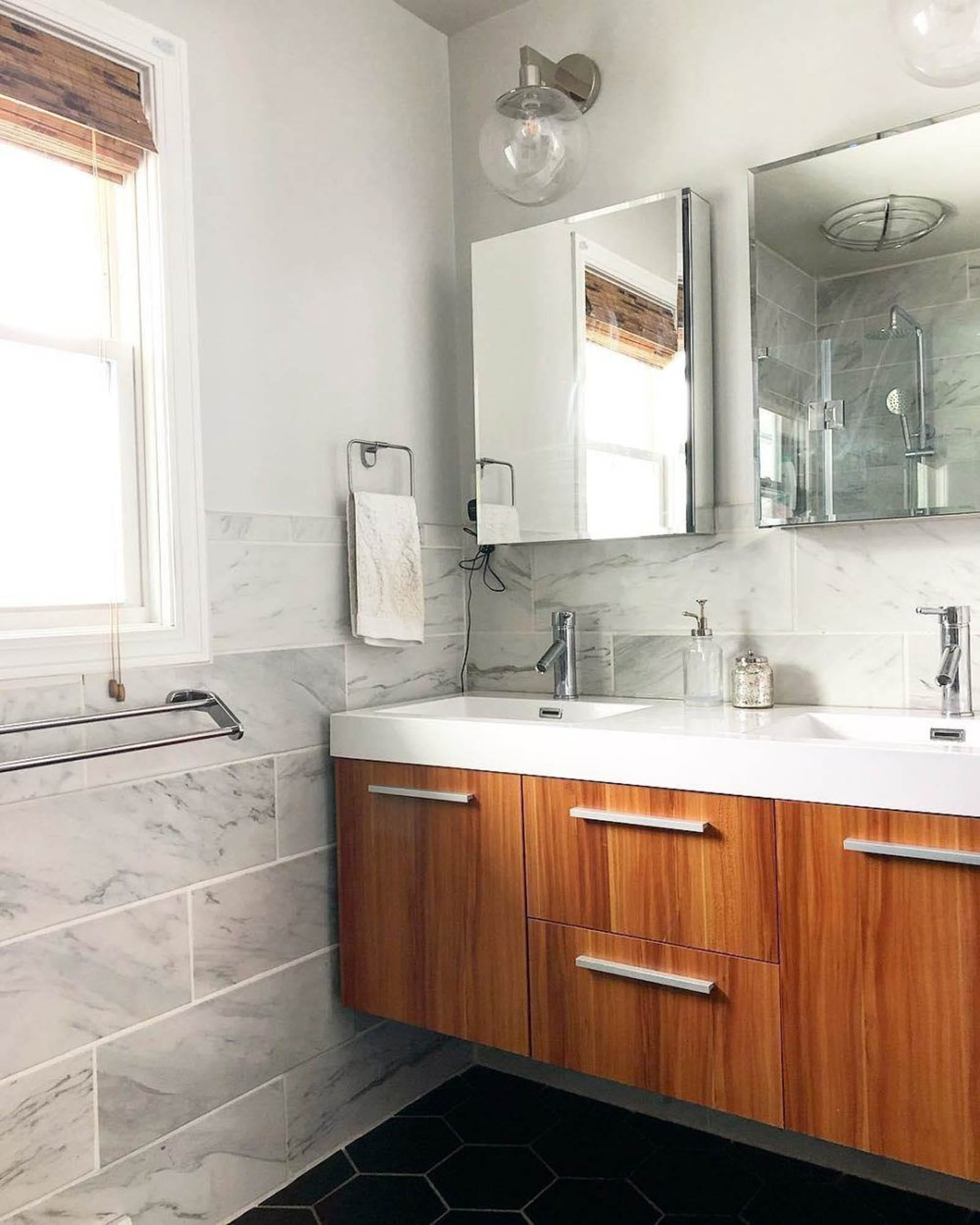 Grey marble-look bathroom tiles