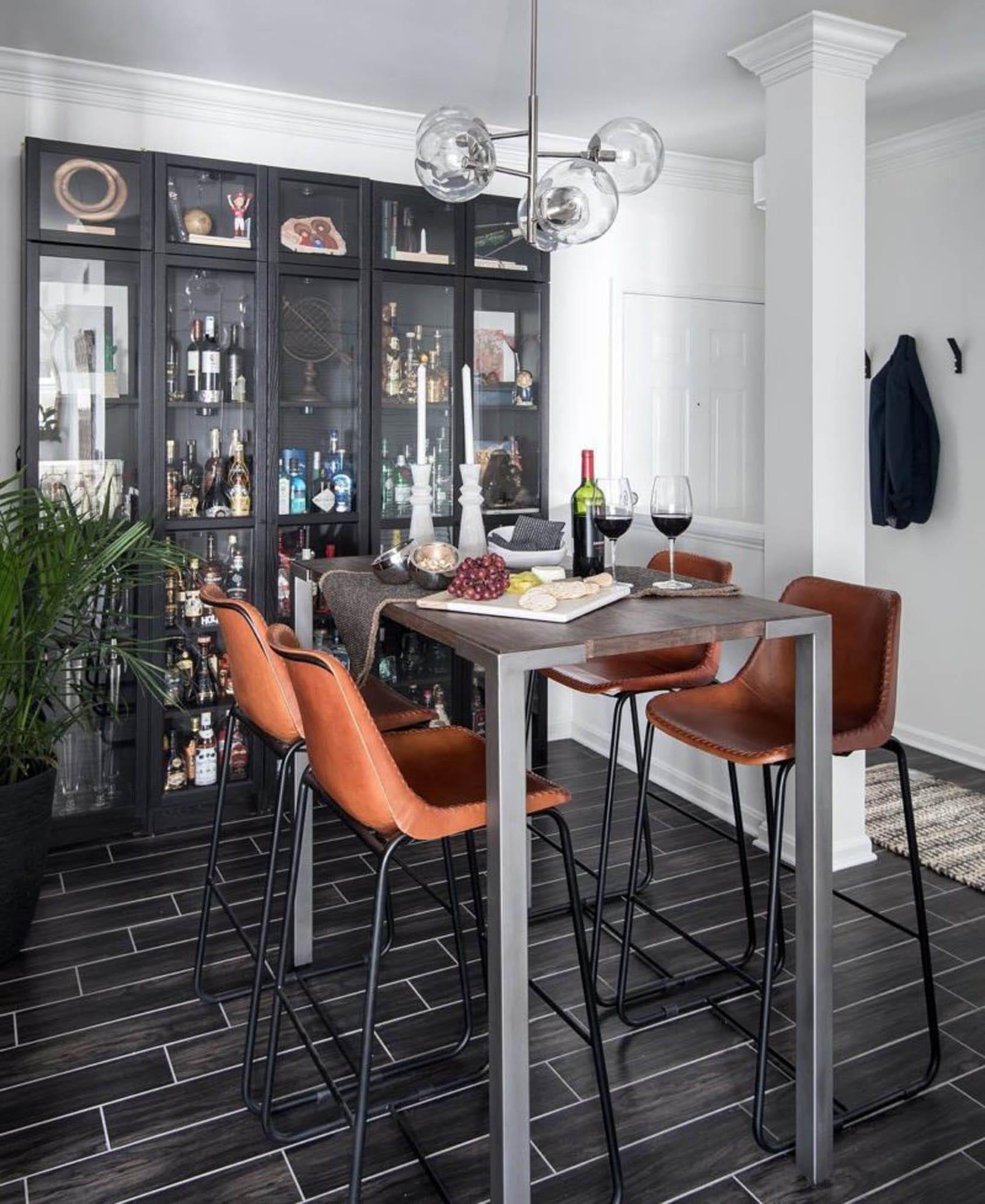 Black and white bar tile