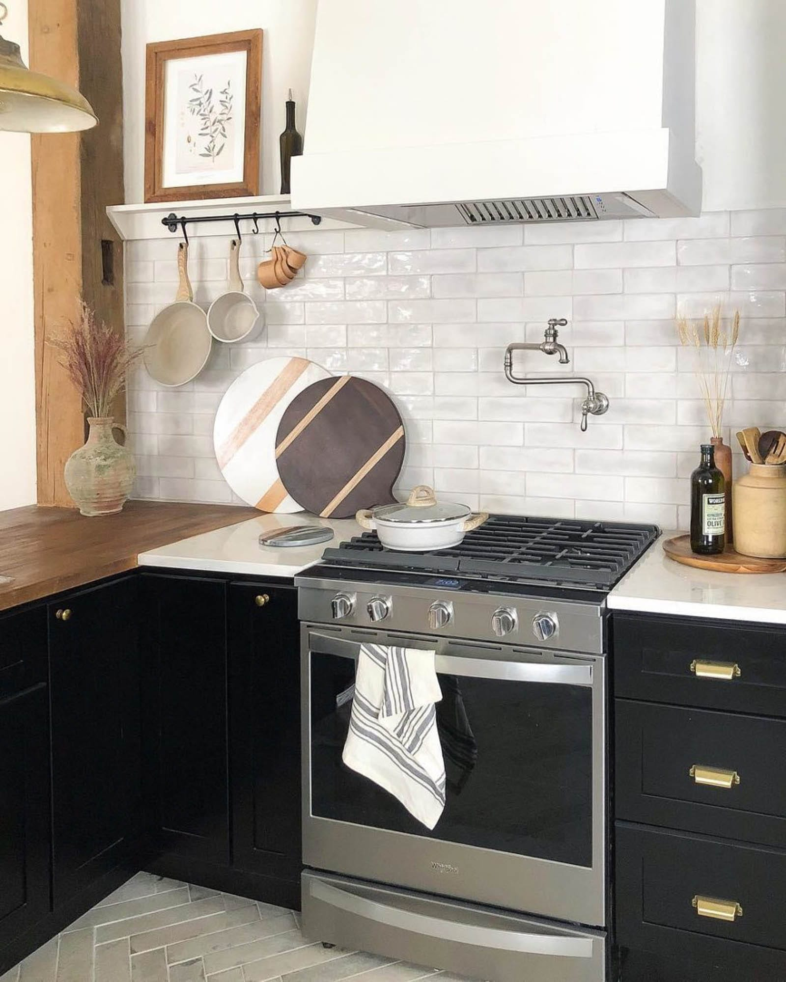 Glossy and matte grey subway tiles