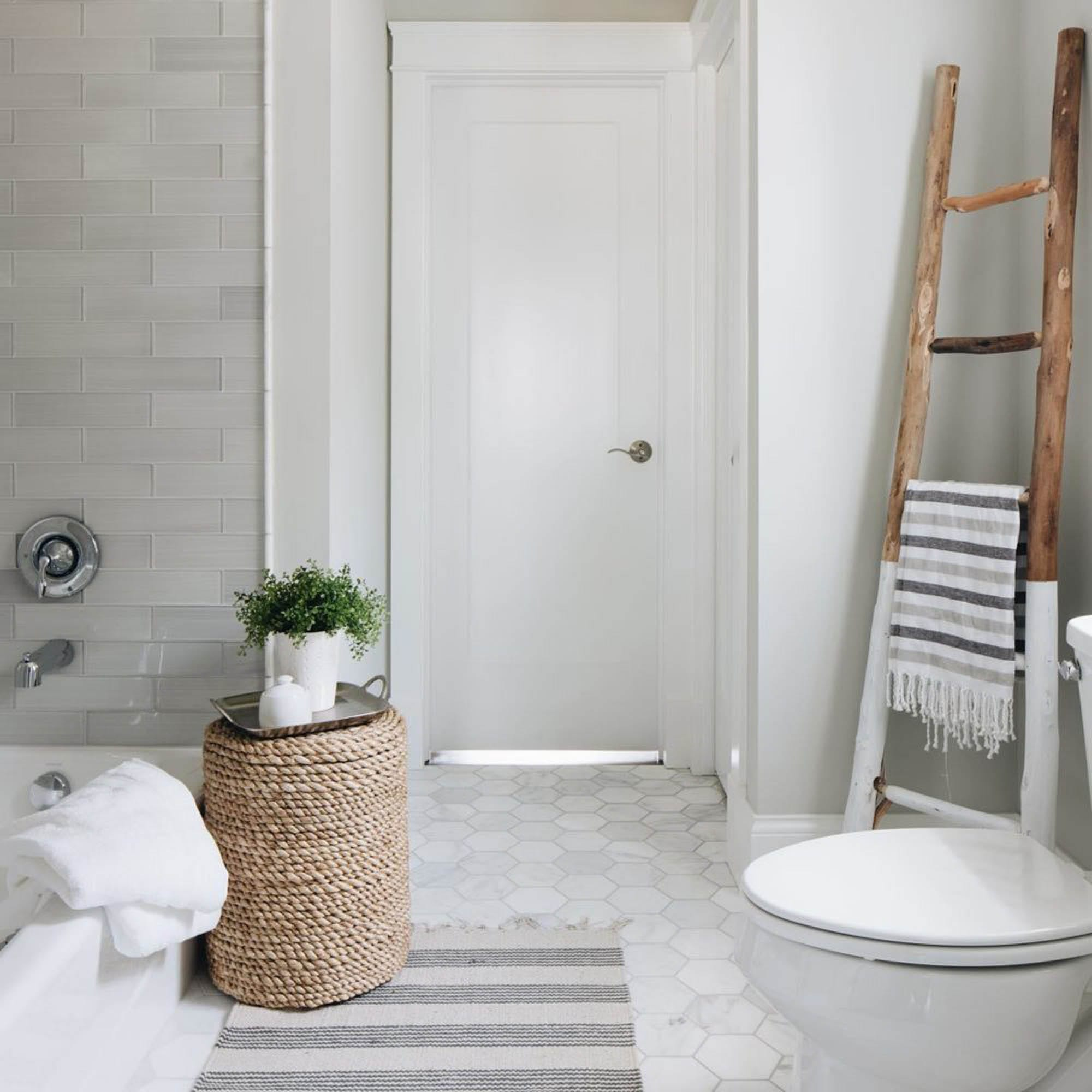 Light grey bathroom tile