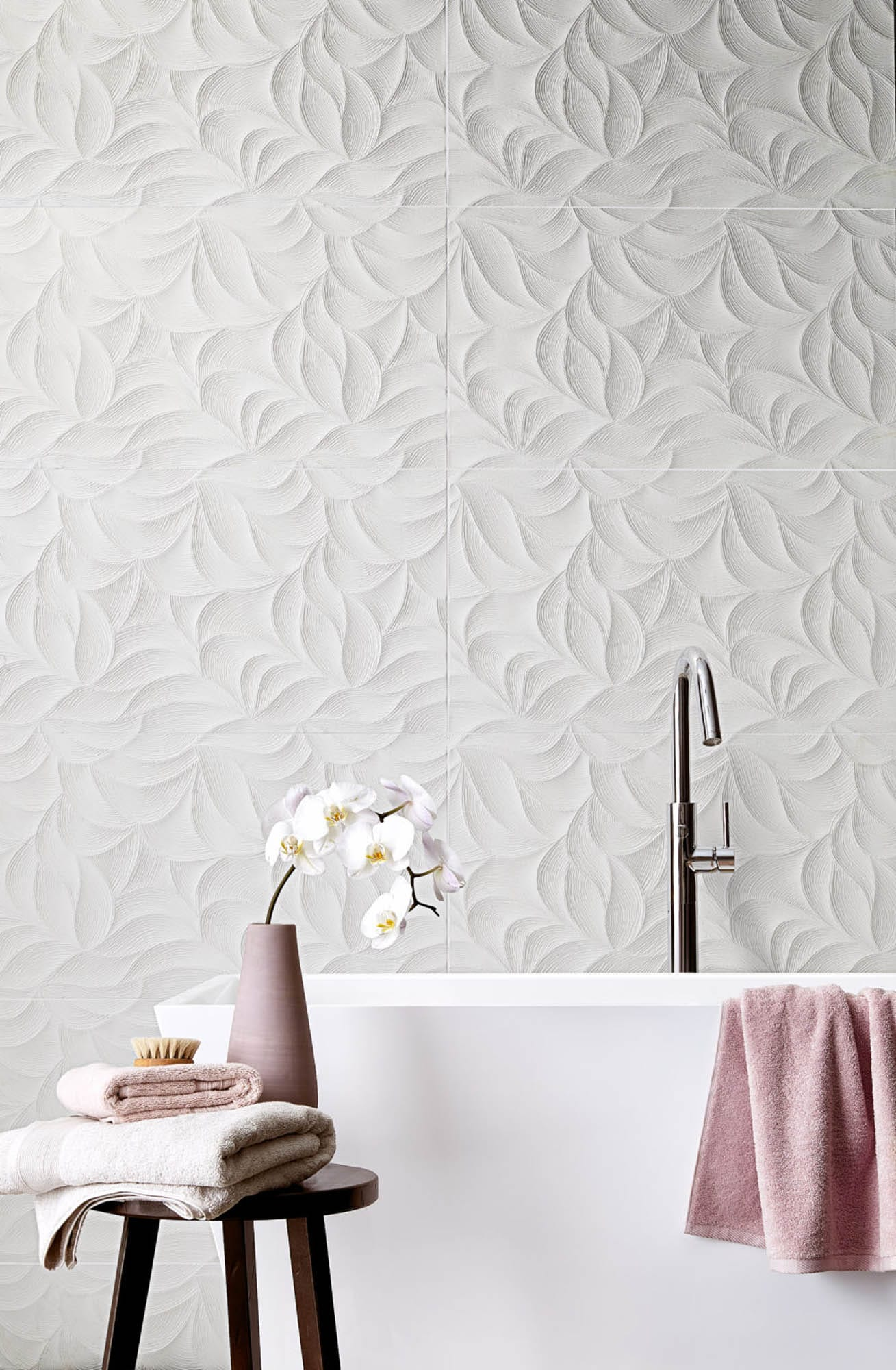 sculptural white bathroom tile